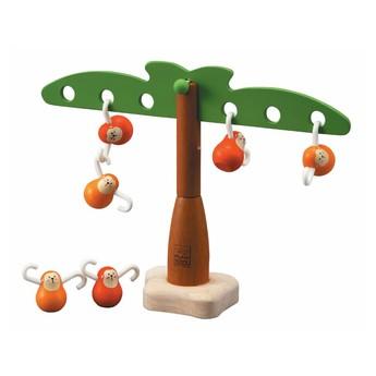 Balancující opičky na palmě