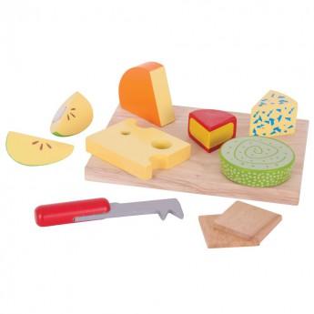 Dřevěné potraviny - sýry na desce