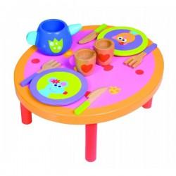Dřevěný stůl s nádobím
