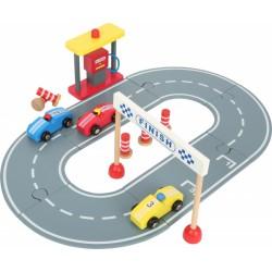 Dřevěná závodní dráha s autíčky
